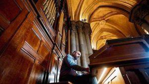 órgano de la cripta de la Sagrada Familia