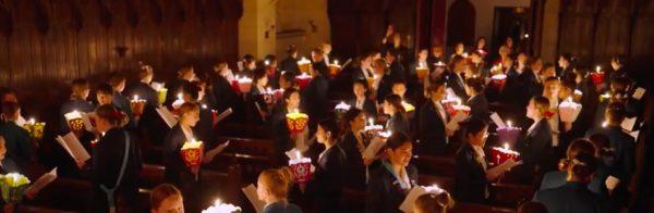 procesión con velas vigilia del Sagrado Corazón